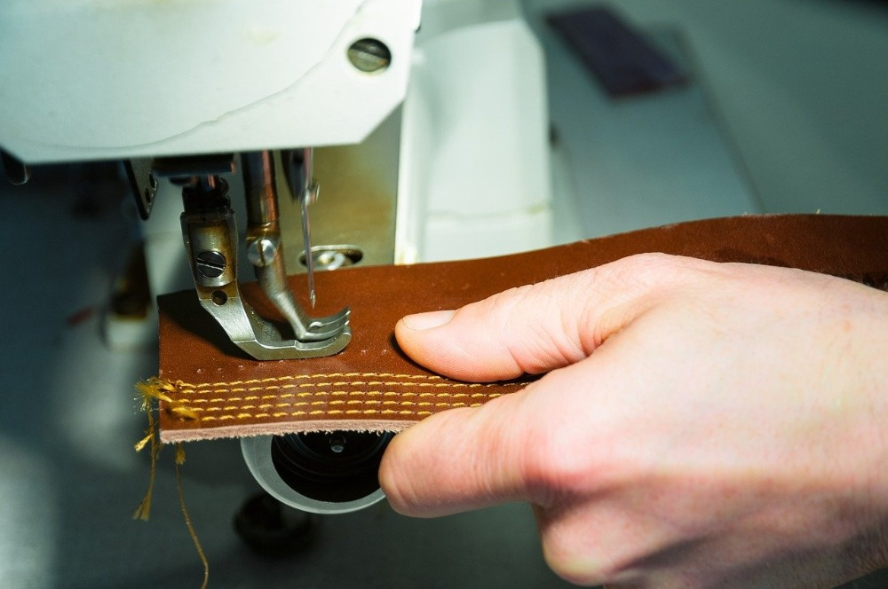 Image of Best Industrial Sewing Machine for Leather in use