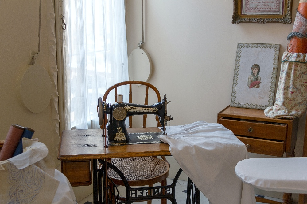 Image of a sewing machine and the Best Sewing Chair For Back