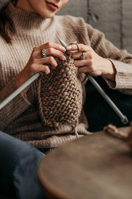 Image of DIYer crocheting, so what's the Difference Between Knitting and Crocheting