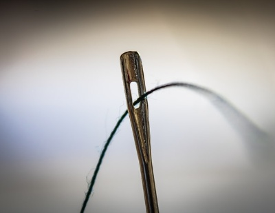 Image of sewing needle, so Can I Pierce My Belly Button With a Sewing Needle?